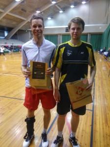 A-kaksinpeli, vasemmalle voittaja Tarmo Martikainen sekä Eemi Oksanen.